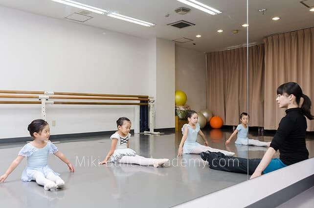 ミキバレエアカデミー レッスン 風景