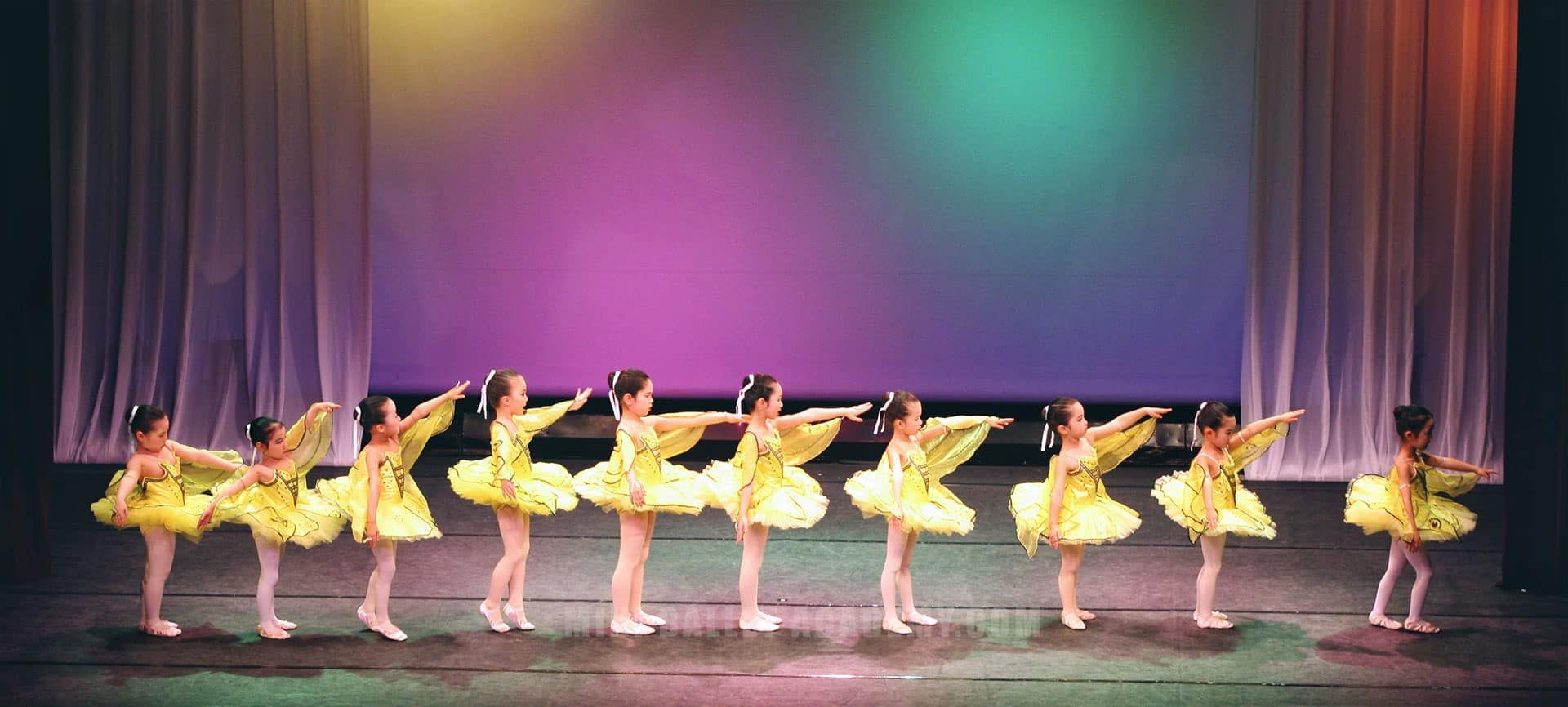 kids ballet dancers on stage
